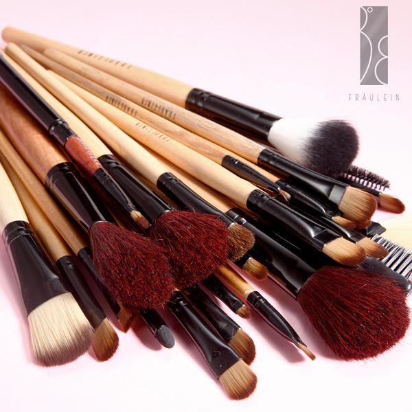 31tlg pinsel set make up echthaar brush mit kosmetik. Black Bedroom Furniture Sets. Home Design Ideas